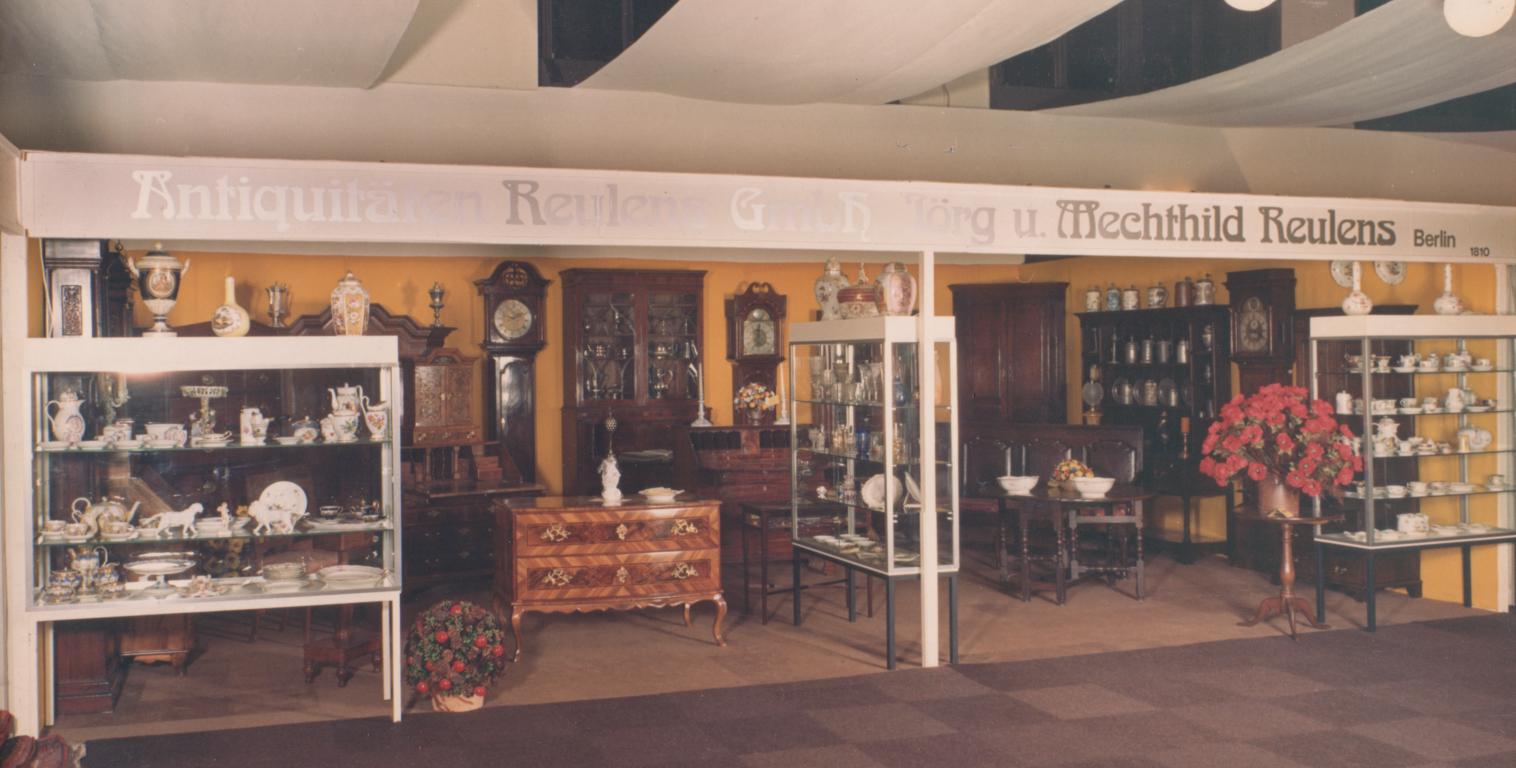 Mecki\'s Basar. Antiquitäten und schöne alte Möbel in Berlin.